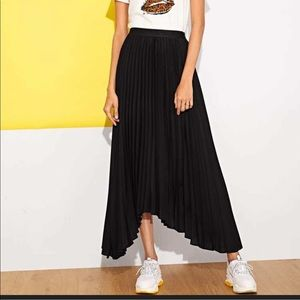 Shein• Black Asymmetrical Hem Pleated Skirt